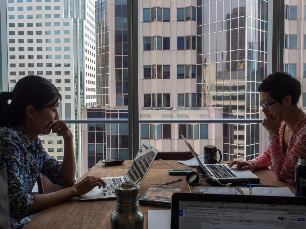 Working at inDinero. A software engineer explains the day in the life of his job at inDinero.