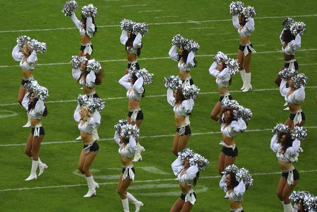 Difference between employees and contractors can be fuzzy, but the NFL Oakland Raiderettes sued to be treated as employees