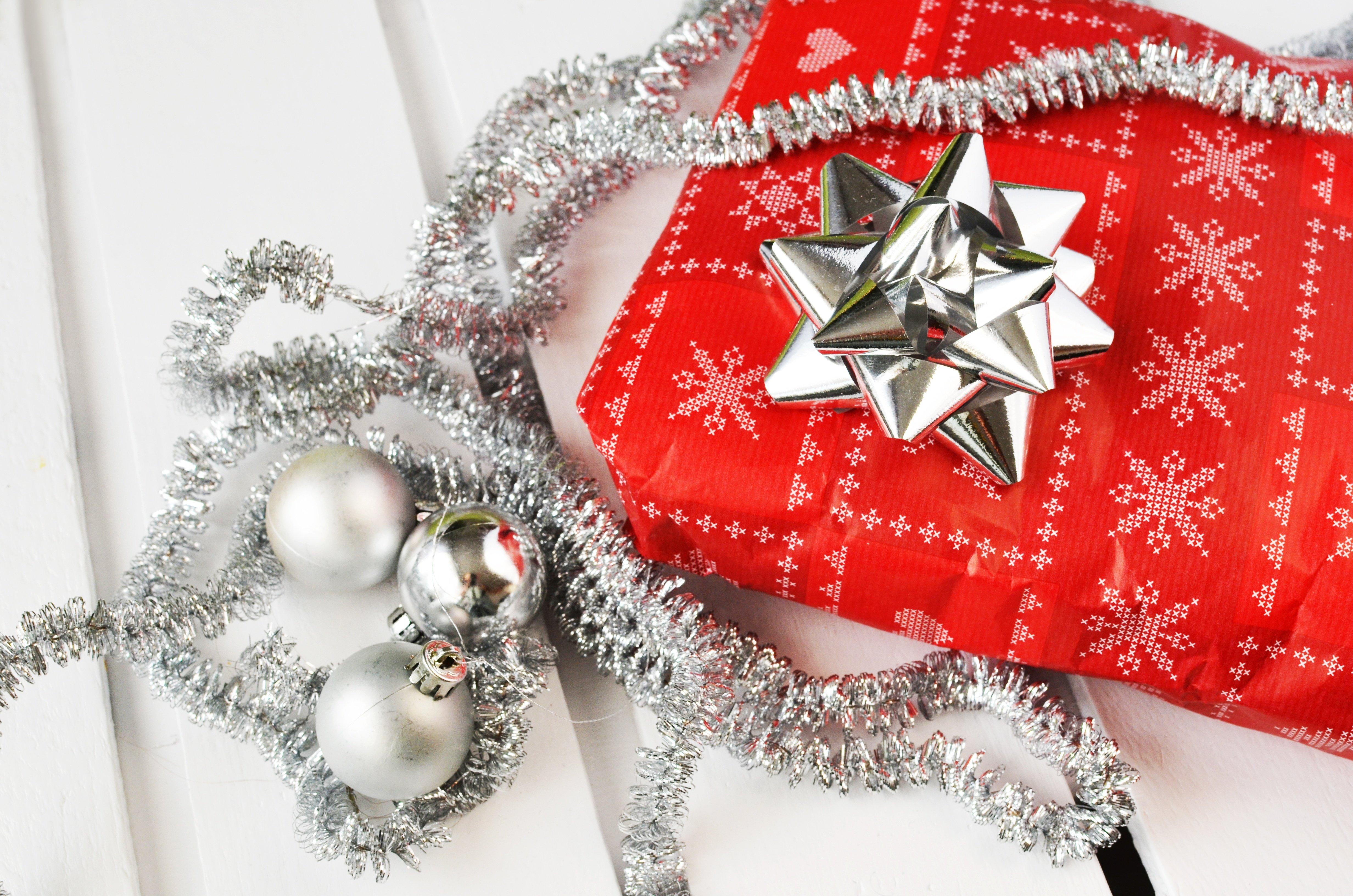 holiday wrapping illustrates article on holiday bonuses and small business tax deductions